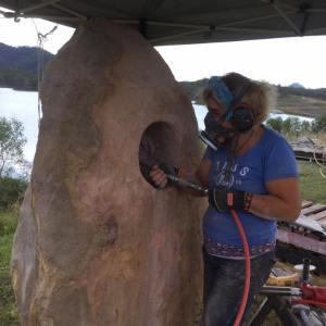 Birgit Grapentin working on Humming Stone